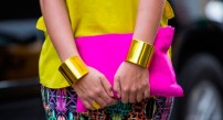pink neon clutch @ fashionbloggers.pe