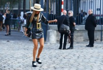 jumping on the street @ style-guides.blogspot.com